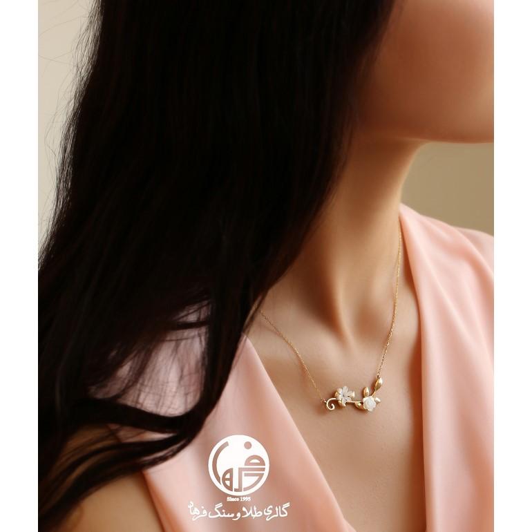 گردنبند طلا طرح خوشه با گل صدف تراش رز