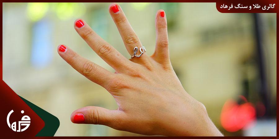 حلقه تعهد در چه انگشتی استفاده میشود؟
