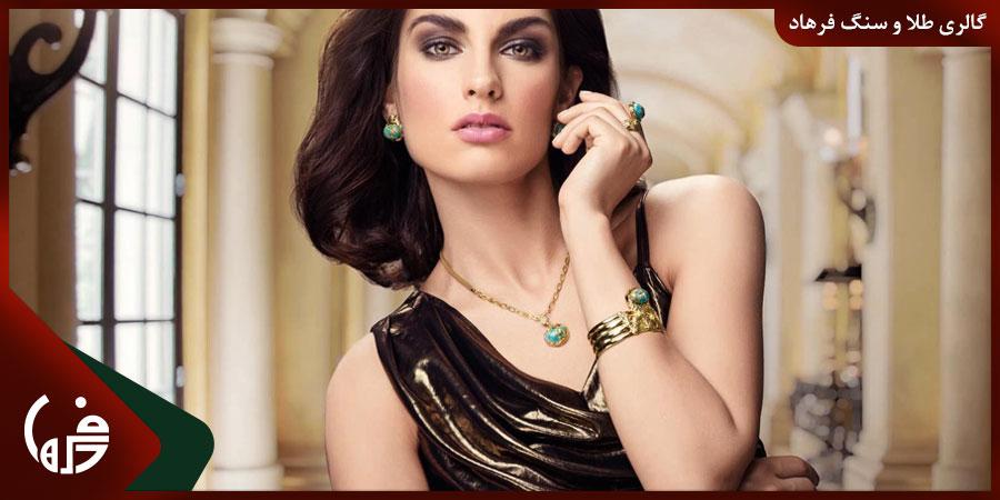 10 پیشنهاد جذاب برای ست کردن جواهرات با لباس