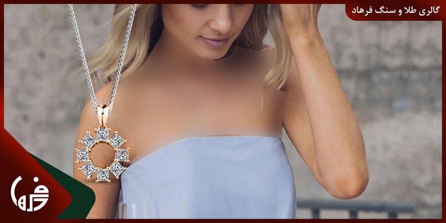 انتخاب گردنبند برای لباس بدون بند